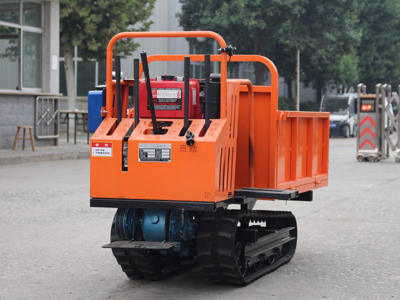 履带式运输车油门正确使用方法